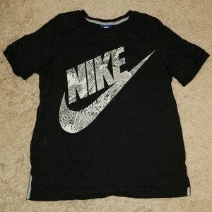 Womens Nike Tee